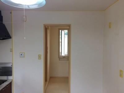 壁紙張替えよりお得な壁紙染色施工前