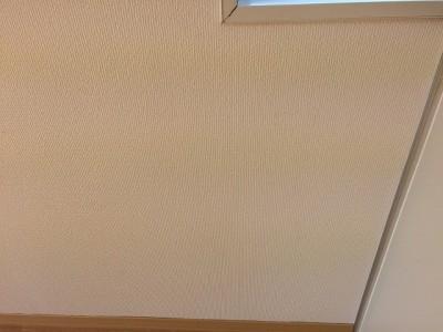 壁紙張替えよりお得な壁紙染色施工後