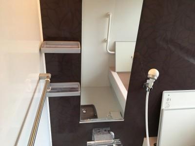 浴室鏡クリーニング施工前になります。