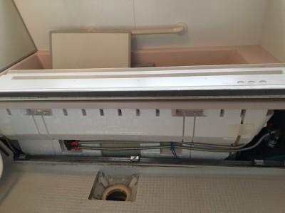 浴槽エプロン内部クリーニング施工前になります。